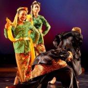 Javanese (Indonesian) dance with Global Motions, Eli & Edythe Broad Stage, Santa Monica, CA
